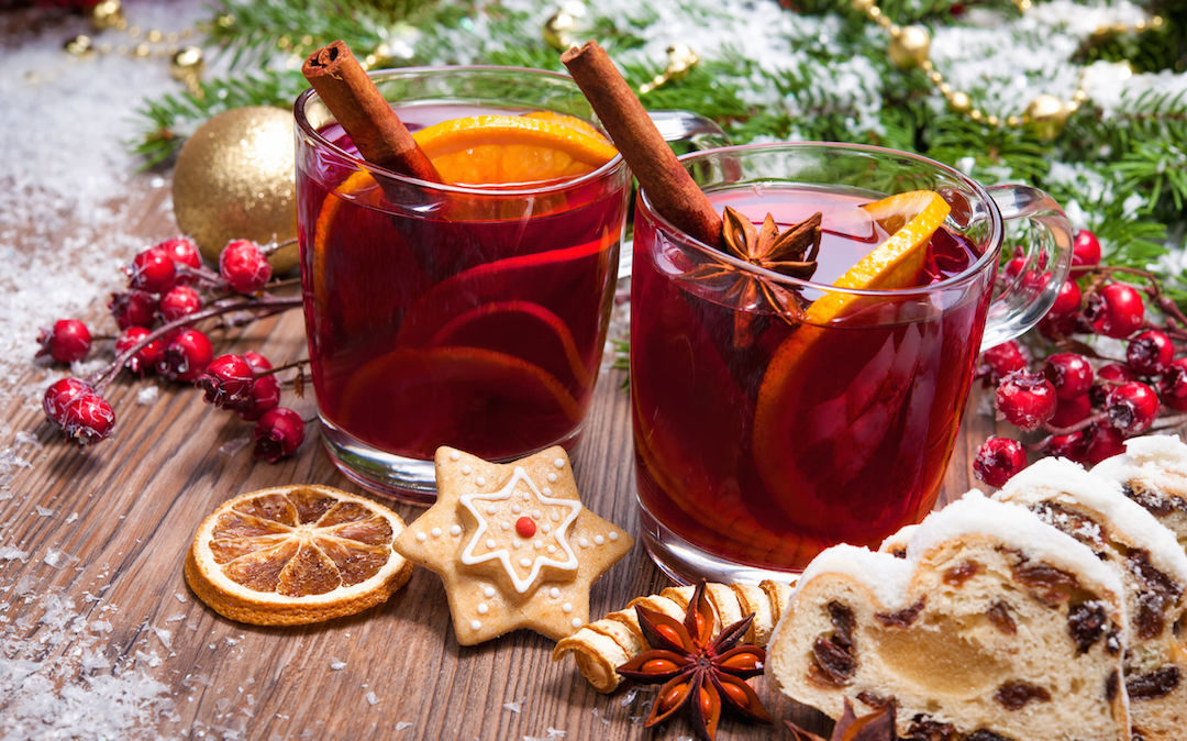 Mix It Up with These Classic Holiday Cocktails